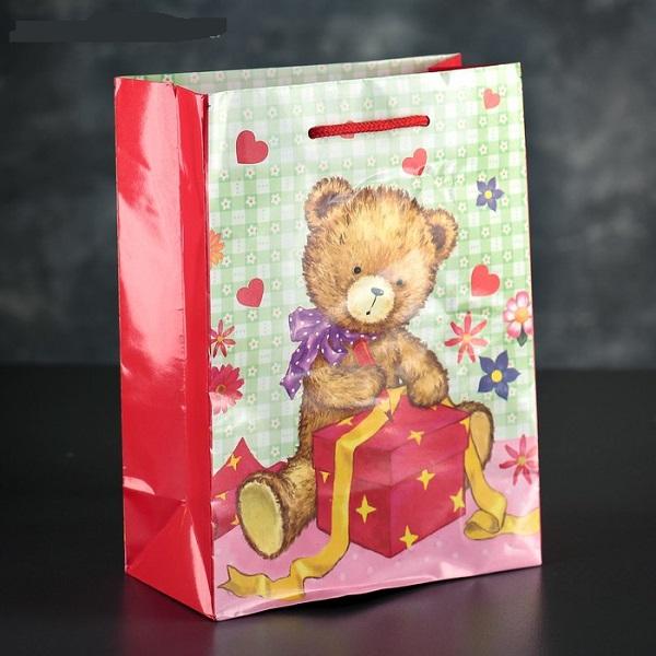 Пакет ламинированный «Медвежонок с подарком», 18 х 23 х 8,5 см